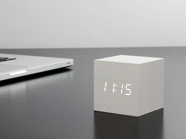 ノベルティや粗品にキューブ型の置時計