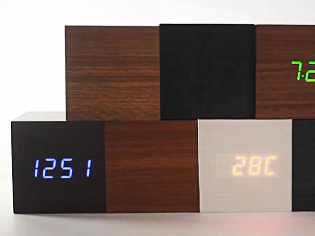 ノベルティに最適のLED時計